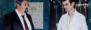Der Bestatter SRF Schweizer Serie Staffel 5 Folge 1:  Buch: Dominik Bernet Regie: Tom Gerber Produktion: snakefilm, 2016  Motiv 5 Dicke Luft im Institut: v.l. Mike Müller als Luc Konrad und Reto Stalder als Fabio Testi  Copyright: SRF/Sava Hlavacek NO SALES NO ARCHIVES  Die Veröffentlichung im Zusammenhang mit Hinweisen auf die Programme von Schweizer Radio und Fernsehen ist honorarfrei  und muss mit dem Quellenhinweis erfolgen. Jede weitere Verwendung ist honorarpflichtig, insbesondere auch der Wiederverkauf. Das Copyright bleibt bei Media Relations SRF. Wir bitten um Belegexemplare. Bei missbräuchlicher Verwendung behält sich das Schweizer Radio und Fernsehen zivil- und strafrechtliche Schritte vor.